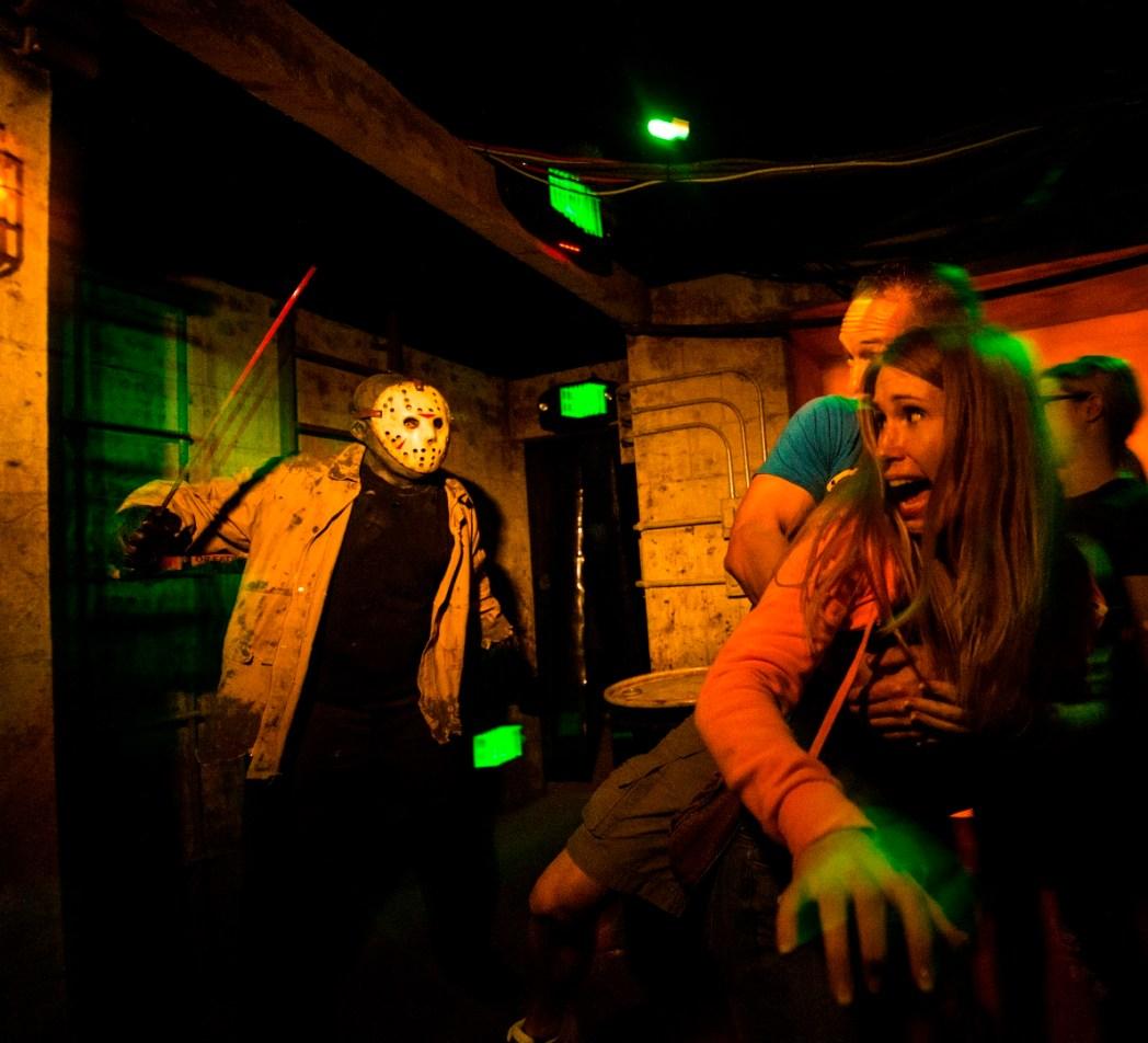 halloween horror nights: best time to book flights & top tips